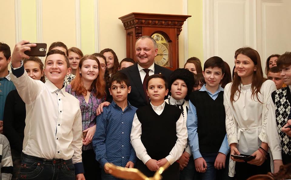 Более 70 детей из северных районов Молдовы посетили резиденции главы государства
