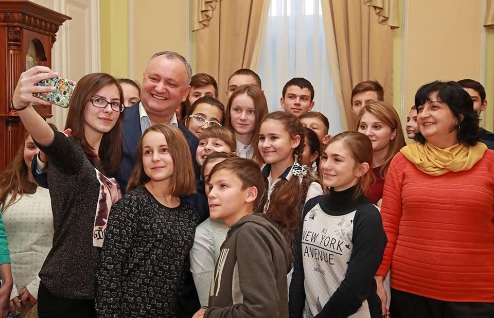 Дни открытых дверей в резиденциях президента продолжаются: гостями стали более 100 детей с юга и Гагаузии
