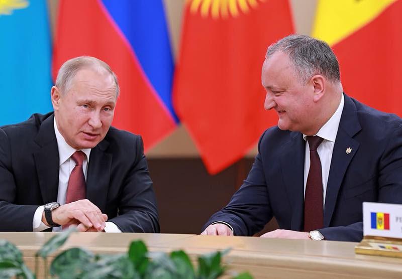 По приглашению Путина Додон отправился на открытие Чемпионата мира по футболу