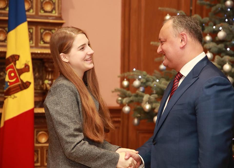 """Молдаванка, победившая на шоу """"Голос Румынии"""", получила почетную грамоту президента"""