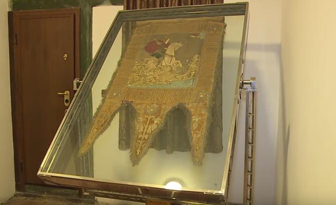 Благодаря президенту боевое знамя Штефана Великого будет храниться на Афоне в специальном стеклянном стенде (ВИДЕО)