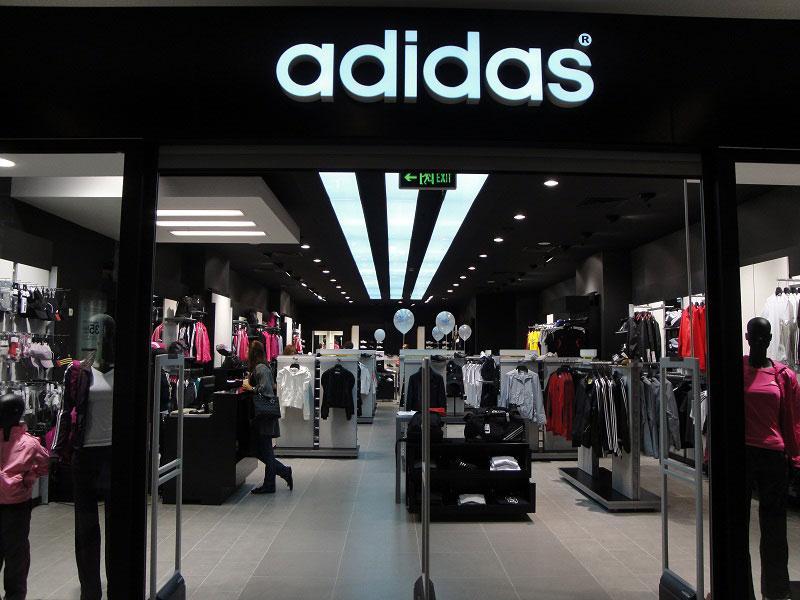 Компания Adidas судится с владельцем бутика на столичном центральном рынке (DOC)