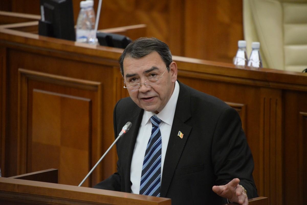 Головатюк о проекте госбюджета на 2018 год: Законы новые – подходы старые (ВИДЕО)