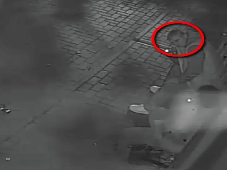Полиция просит граждан помочь в установлении личности грабителя (ВИДЕО)