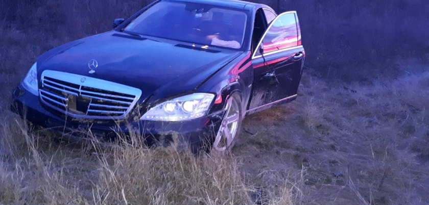 В Гагаузии дорогой Mercedes вылетел в кювет (ФОТО)
