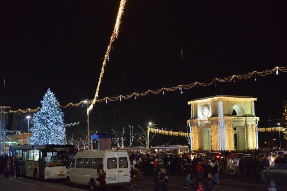 Важно знать: как будет ездить общественный транспорт в новогоднюю ночь