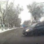 В Кишиневе машина вылетела на тротуар, уходя от столкновения с нарушителем (ВИДЕО)