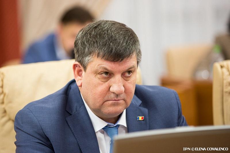 Суд обязал бывшего министра Киринчука извиниться за оскорбления в адрес русских