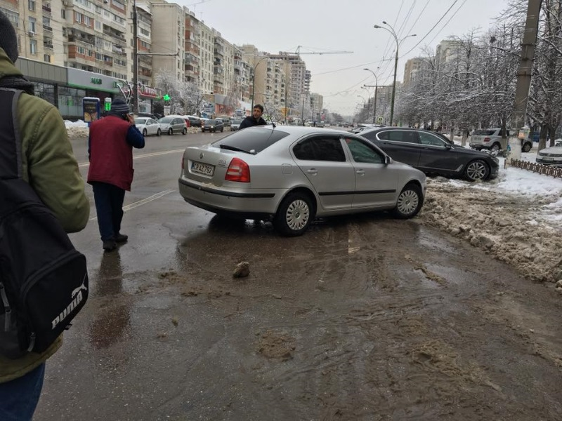 Автохам заблокировал движение троллейбусов на Рышкановке на 20 минут