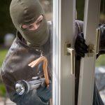 Ловкий вор украл 180 баллонов монтажной пены, дважды проникнув на охраняемую территорию частной фирмы