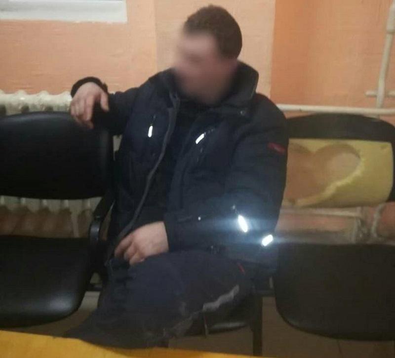 Пьяный дебошир в столице потребовал от патрульных инспекторов отвезти его домой