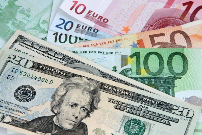 Курс валют на среду: евро и доллар продолжают подниматься