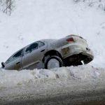 Не справившийся с управлением водитель в Гагаузии угодил в кювет и столкнулся с электрической опорой