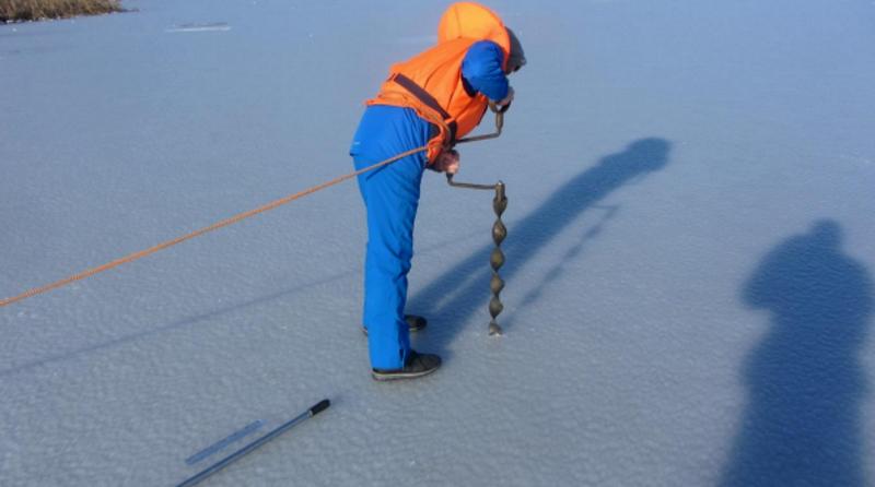 Толщина льда на некоторых озерах Кишинева достигает 11 сантиметров (ФОТО)