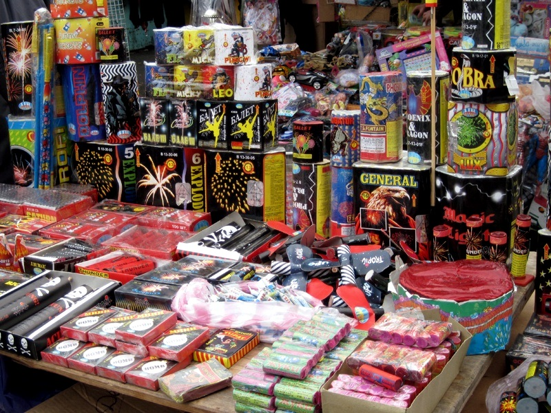 Столичная полиция провела рейд среди продавцов пиротехники: изъято товара на 6000 леев (ВИДЕО)