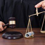 Прокурора, адвоката и судью поймали на взятках: они требовали 5 тысяч евро от жены заключённого