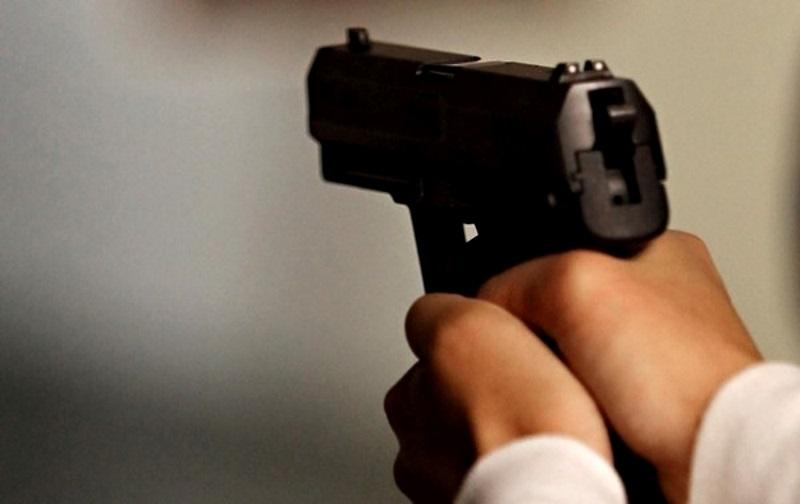 В Хынчештах полицейский застрелил молодого человека