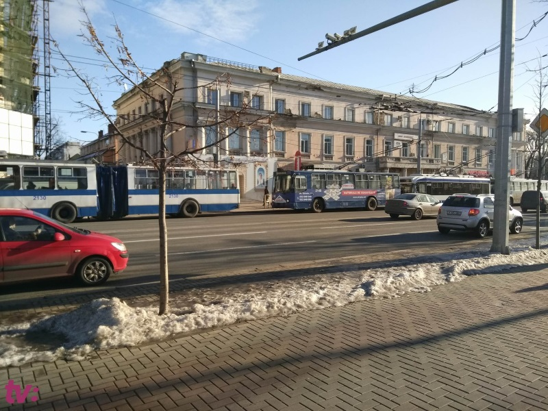 Более 15 троллейбусов застряли на бульваре Штефана чел Маре (ВИДЕО,ФОТО)
