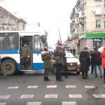 В центре Кишинева такси столкнулось с троллейбусом (ВИДЕО)