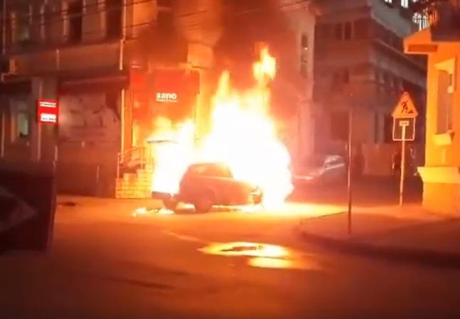 В центре Кишинева автомобиль оказался охвачен пламенем (ВИДЕО)