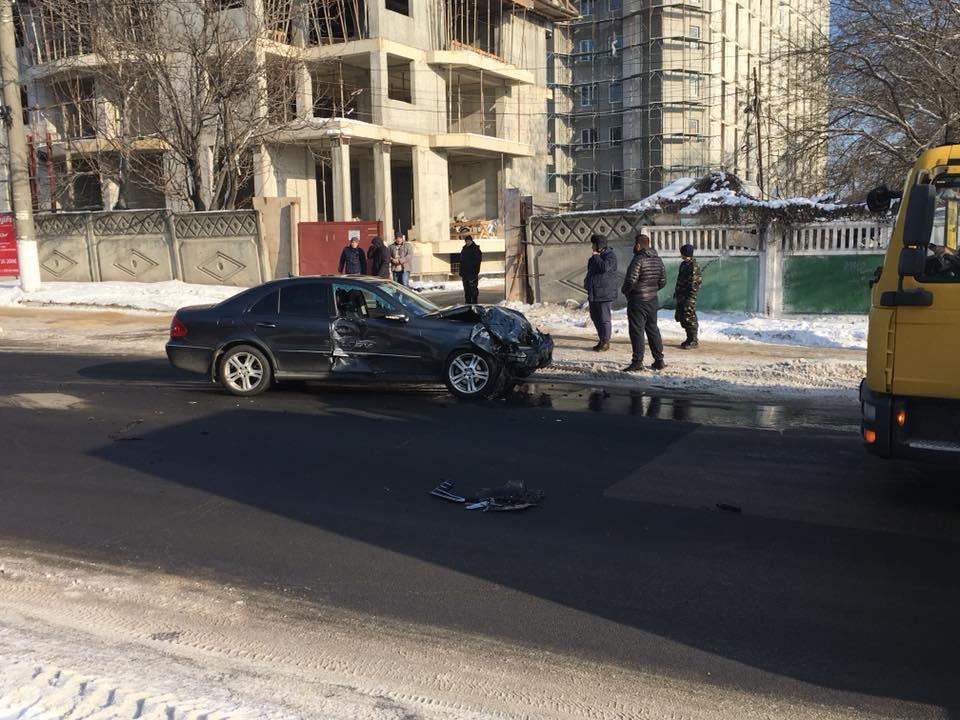 ДТП на Ботанике: два автомобиля сильно повреждены (ФОТО)