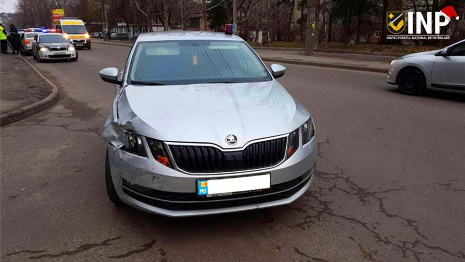 В Кишиневе задержали водителя, который мчался по тротуару с незаконно установленной мигалкой (ФОТО)