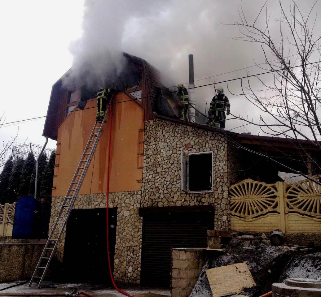 Пожар в Криулянах: загорелась крыша жилого дома