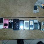 Изобретательность не знает границ: телефоны для заключенных спрятали в туалете суда