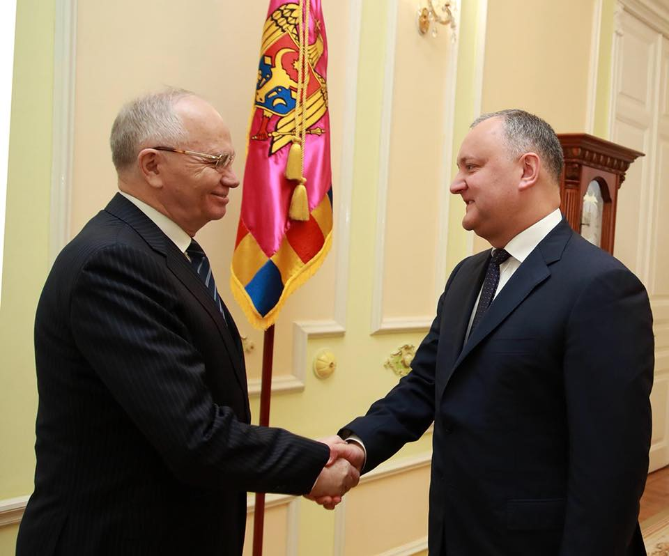 Президент поздравил посла России в Молдове с днем рождения