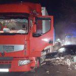 В Тирасполе водитель врезался в дерево и столкнулся с грузовиком (ФОТО)