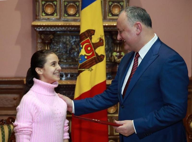 Президент Молдовы продолжает поощрять юные таланты (ФОТО)
