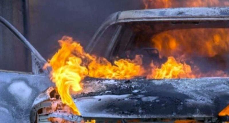 В Приднестровье автомобиль загорелся во время движения