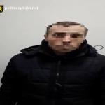 Задержание мужчины, ограбившего раздевалку клуба спортивных танцев, попало на видео