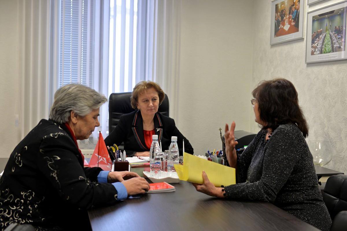 Зинаида Гречаный выслушала проблемы граждан и пообещала помочь с их решением