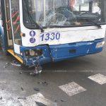В столице троллейбус столкнулся с автомобилем