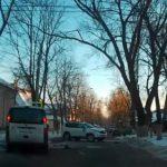 В центре Кишинева водитель Fiat снес машину с женщиной и ребенком в салоне и сбежал (ВИДЕО)