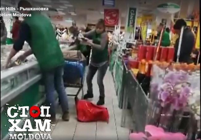 """""""Крик души"""" столичного покупателя: рыбу с пола выкладывали прямиком в холодильник (ВИДЕО)"""