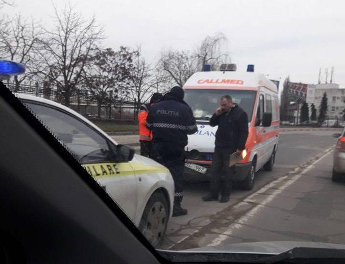"""""""Виноват столб"""": столкновение полиции и """"скорой"""" в Кишиневе насмешило пользователей соцсети (ВИДЕО)"""