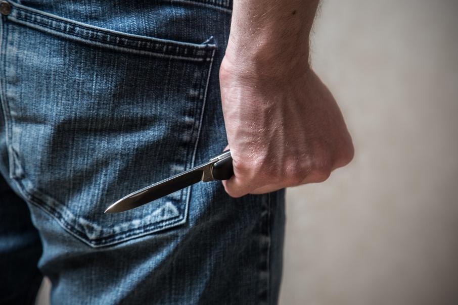 В Новоаненском районе мужчина едва не убил сожительницу