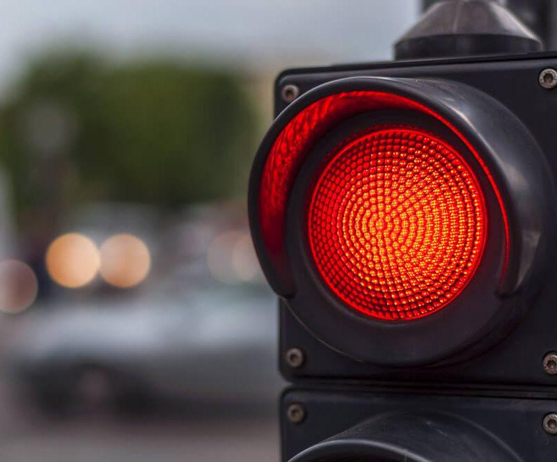 Внимание, водители! На одном из оживленных перекрестков час не будет работать светофор