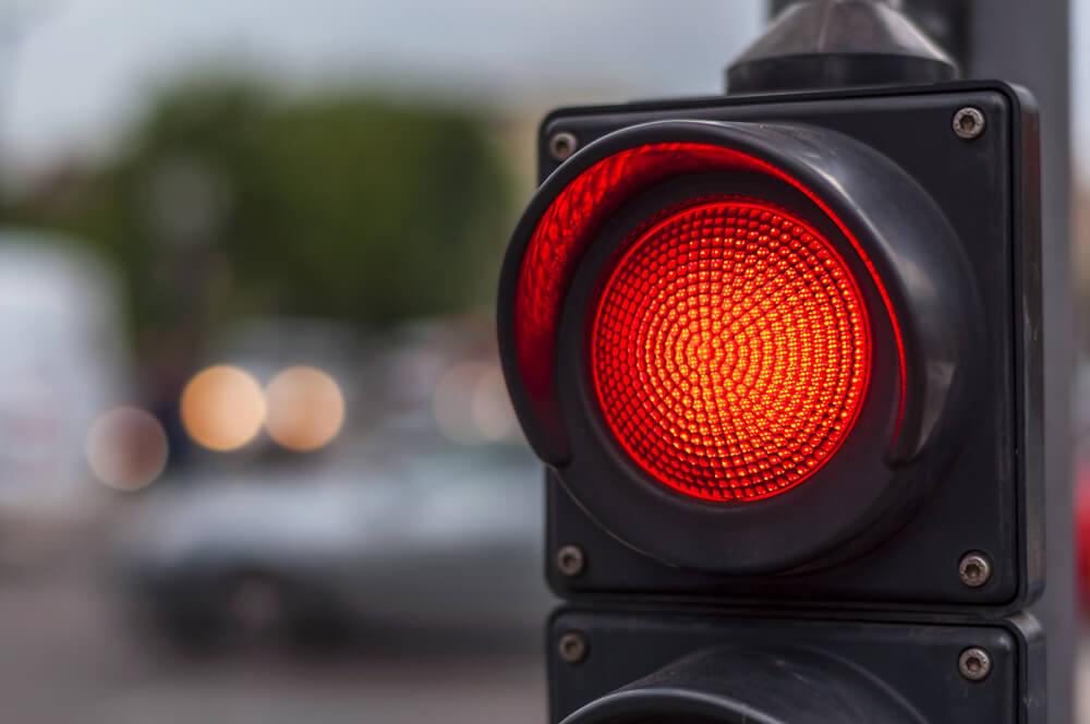 На улице Михай Витязул из-за неработающего светофора образовались пробки (ВИДЕО)