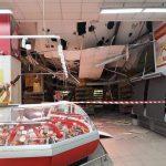 В столичном супермаркете обрушился потолок (ФОТО)