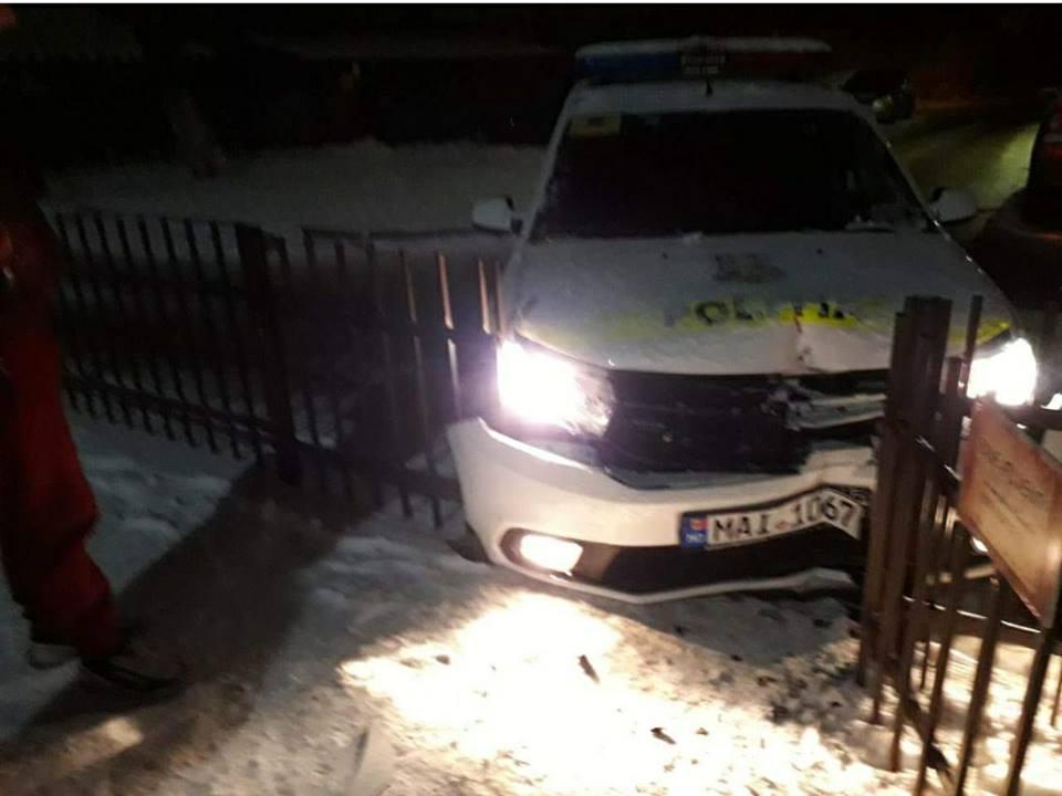 В Кишиневе машина полиции снесла забор жилого дома (ФОТО)
