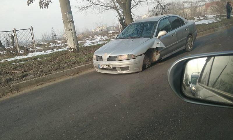 Трехколесный автомобиль спровоцировал пробку на Ботанике (ФОТО)
