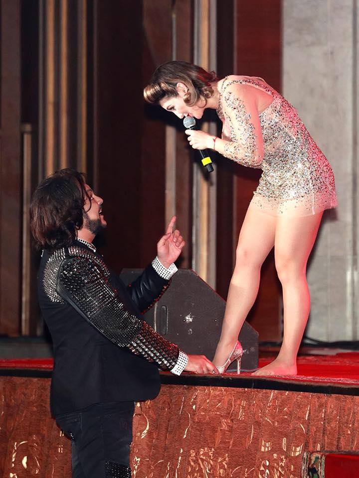 Добрый знак и хорошая примета: Киркоров надел слетевшую во время выступления туфельку на ногу солистки DoReDos (ФОТО)