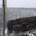 В Кишиневе грузовик вылетел в кювет и перевернулся (ФОТО)