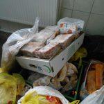 Почти две тонны просроченного мяса уничтожили специалисты Нацагентства по безопасности пищевых продуктов (ФОТО)