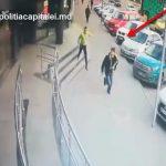 Готовились ко Дню Святого Валентина? Двое молодых людей украли в магазине косметику на 300 леев (ВИДЕО)