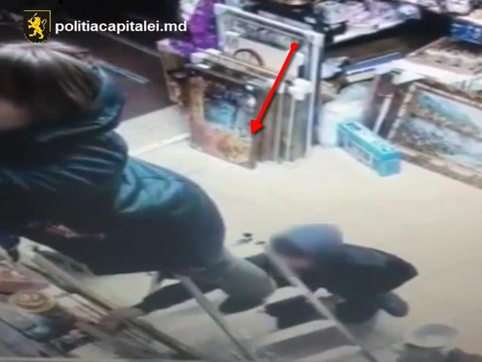 Два молодых человека промышляли кражами в магазинах столицы (ВИДЕО)