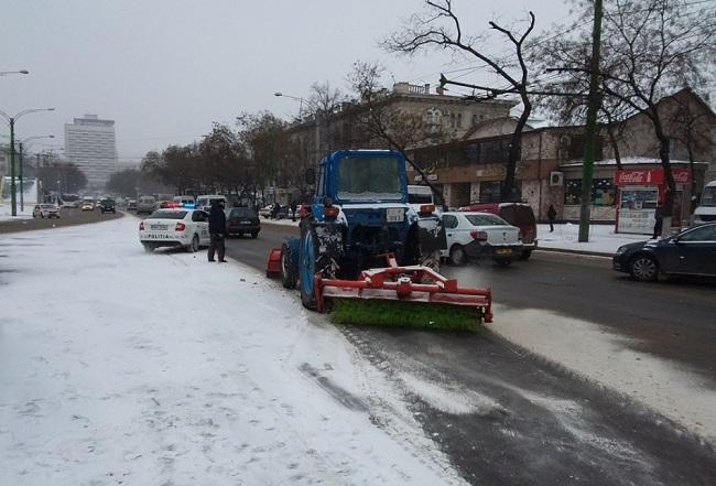 Некоторые улицы в Кишинёве парализованы в связи с непогодой